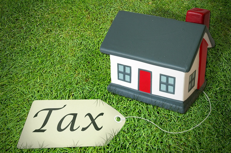 Whats the difference between real estate tax property